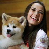 アリーナ・ザギトワの愛犬、秋田犬のマサルはメスだった!名前活動休止中の現在、画像